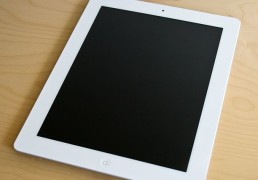 IPad_2_White_on_table